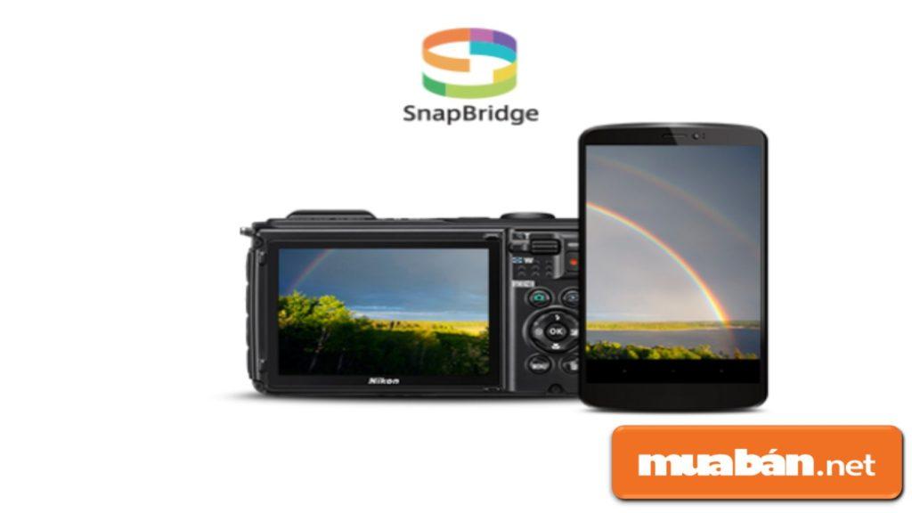 Nikon Coolpix W300 chia sẻ hình ảnh với mọi người thông qua ứng dụng SnapBridge.