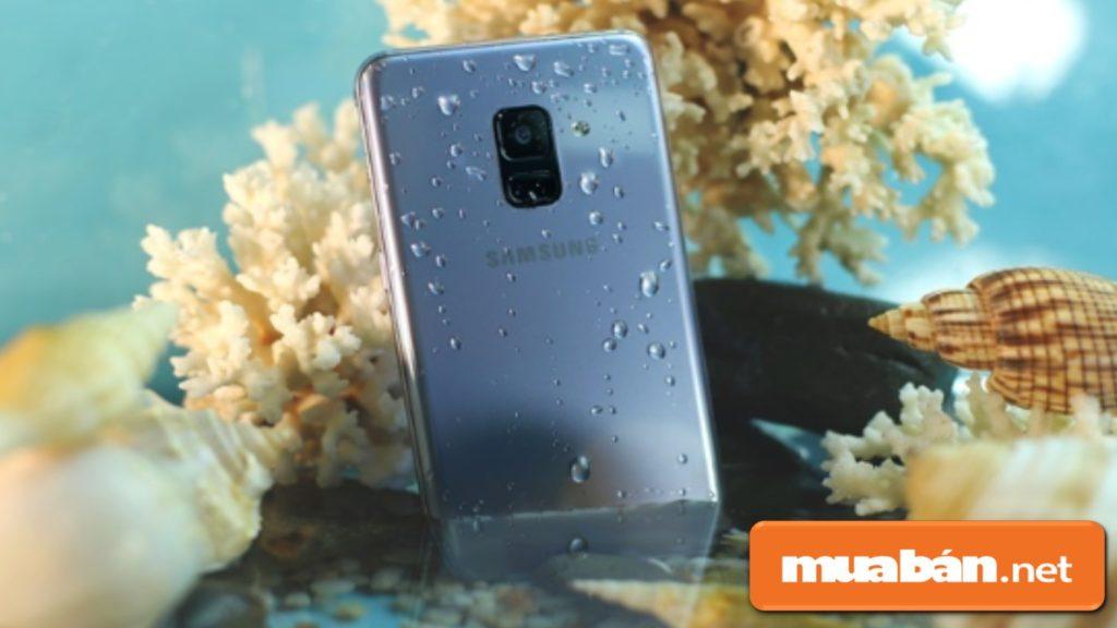 Galaxy A8 còn có tính năng kháng nước và kháng bụi ở mức độ chuẩn cao nhất hiện nay là IP68.