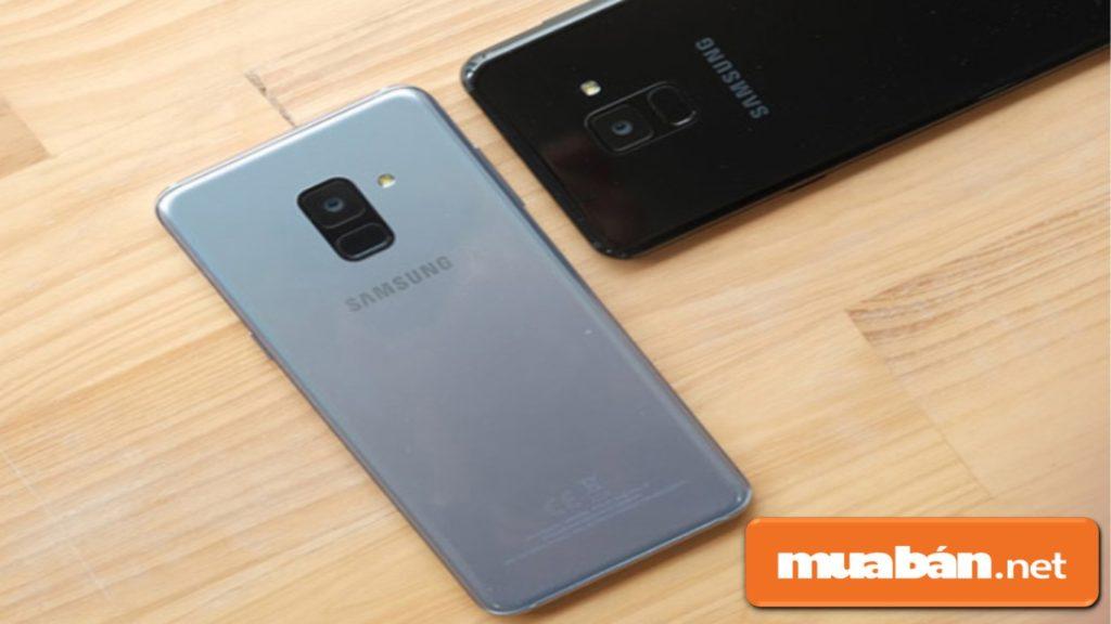Điện thoại có thiết kế nguyên khối bằng kim loại, có màn hình vô cực Infinity Dislay với kích thước 5,6 inch.