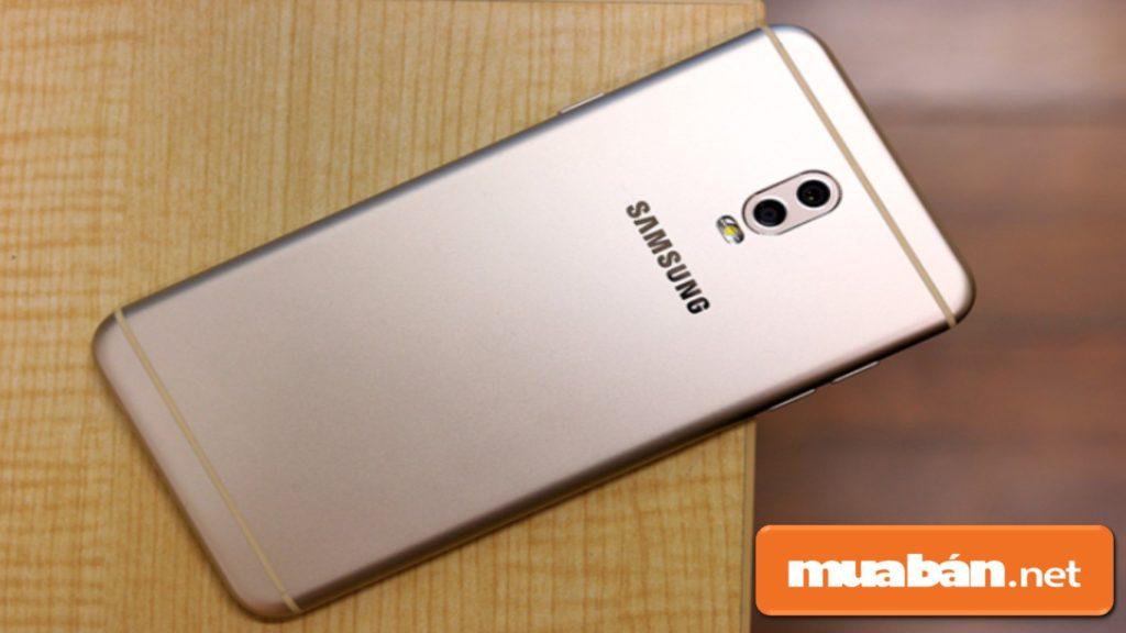 Samsung Galaxy J7+ được thiết kế nguyên khối bằng chất liệu kim loại.