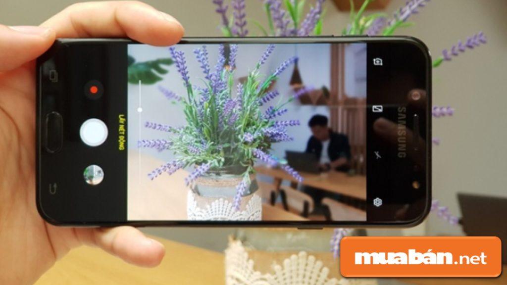 Màn hình kích thước 5,5 inch với độ phân giải Full HD sắc nét.