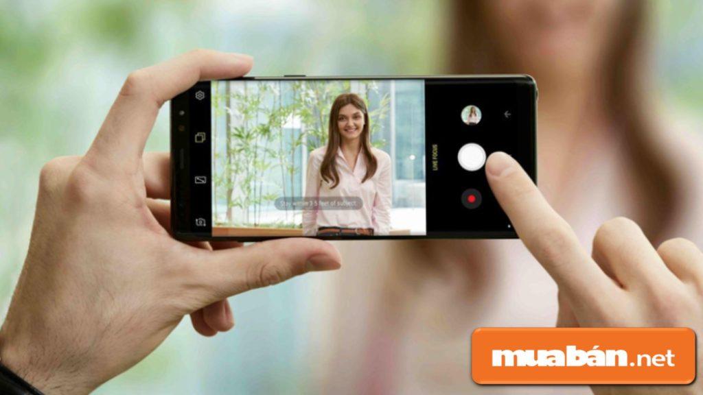 Tính năng chụp xóa phông trên S9 Plus được hoàn thiện hơn.