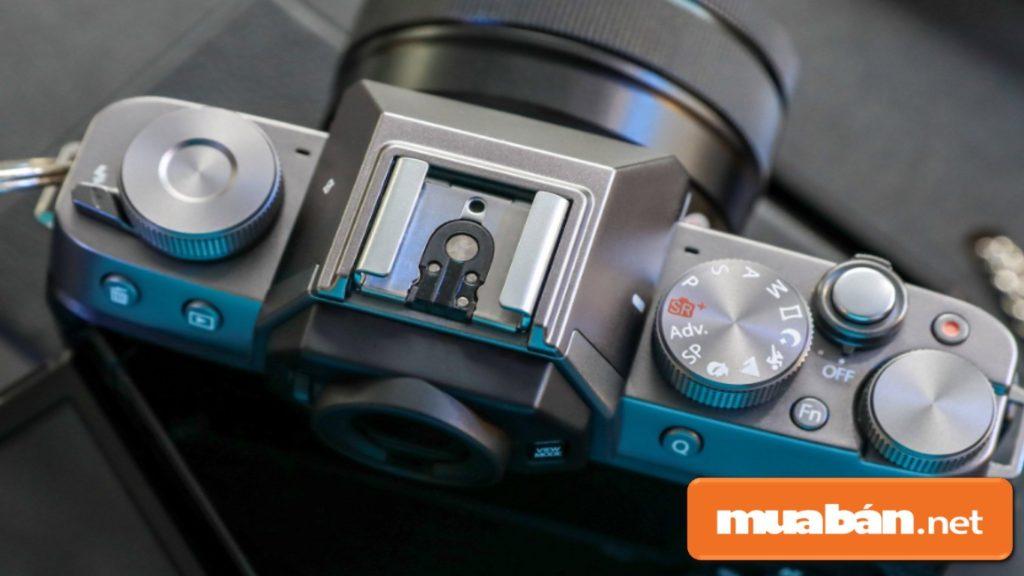 Máy ảnh Fujifilm X-T100 được hỗ trợ công nghệ Bluetooth tiết kiệm năng lượng giúp chia sẻ hình ảnh nhanh chóng.
