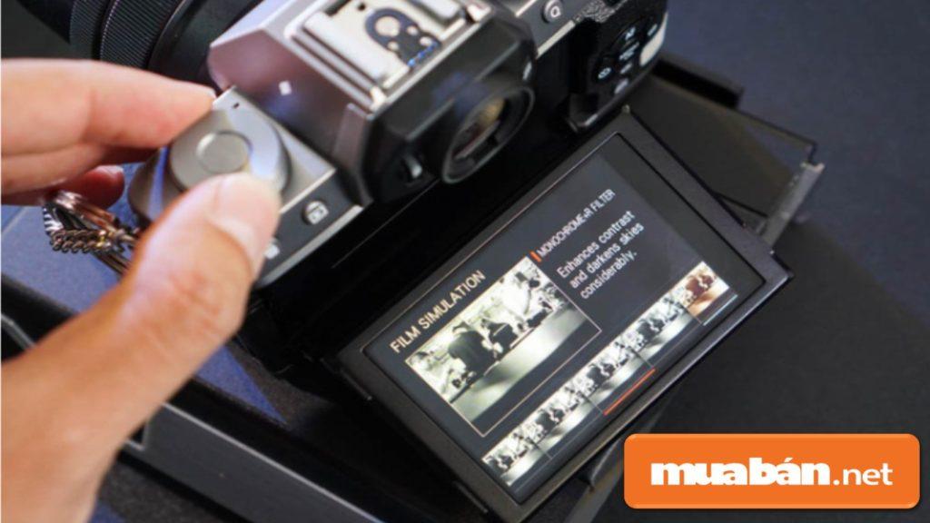 Fujifilm X-T100 được sở hữu 11 giả lập phim với những tông màu khác nhau tùy theo thể loại chụp .