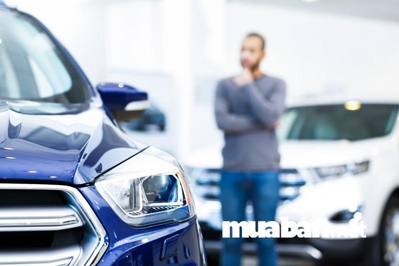 Bạn nên lướt web, tìm đọc những bài đánh giá, thống kê trên các diễn đàn trực tuyến trước khi trực tiếp tới các đại lý xe hơi.