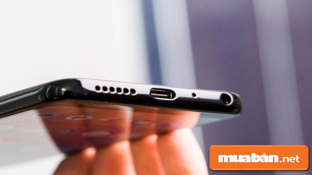 Điện thoại Vsmart Joy 1 còn được hỗ trợ cổng USB Type-C.