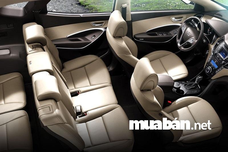 Hyundai Santafe 2.2L máy dầu bản thường giá 970 triệu đồng.