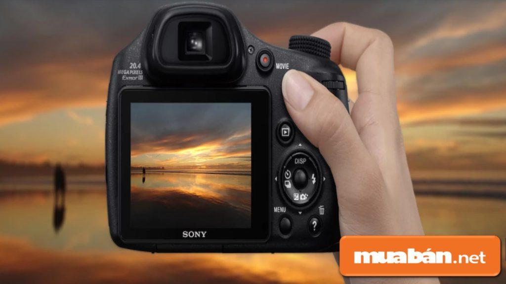 Máy ảnh Sony HX350 có màn hình LCD 3 inch sử dụng bộ cảm biến CMOS Exmor R 20.4MP.