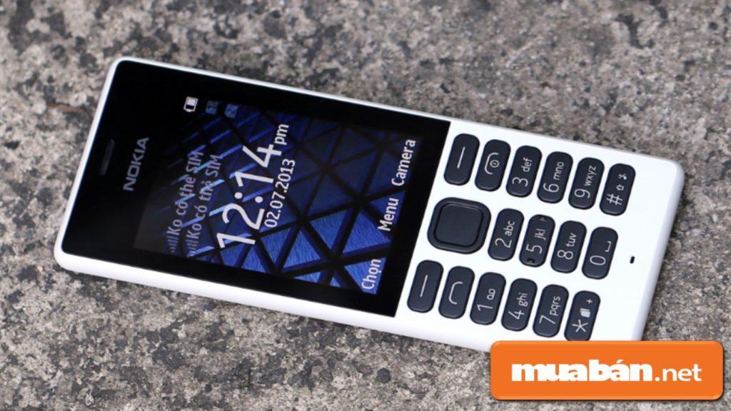 Nokia 150 có thiết kế khá cổ điển với hình dáng nhỏ gọn bằng chất liệu nhựa, dễ cầm trong lòng bàn tay.