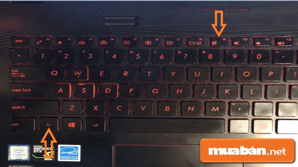 Bạn kiểm tra chức năng bật/tắt TouchPad trên Asus bằng cách giữ đồng thời 2 phím FN + F9.