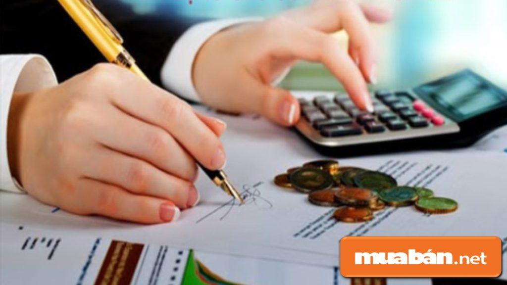 Bạn nên xác định trước khả năng tài chính của bản thân trước khi quyết định mua điện thoại trả góp.