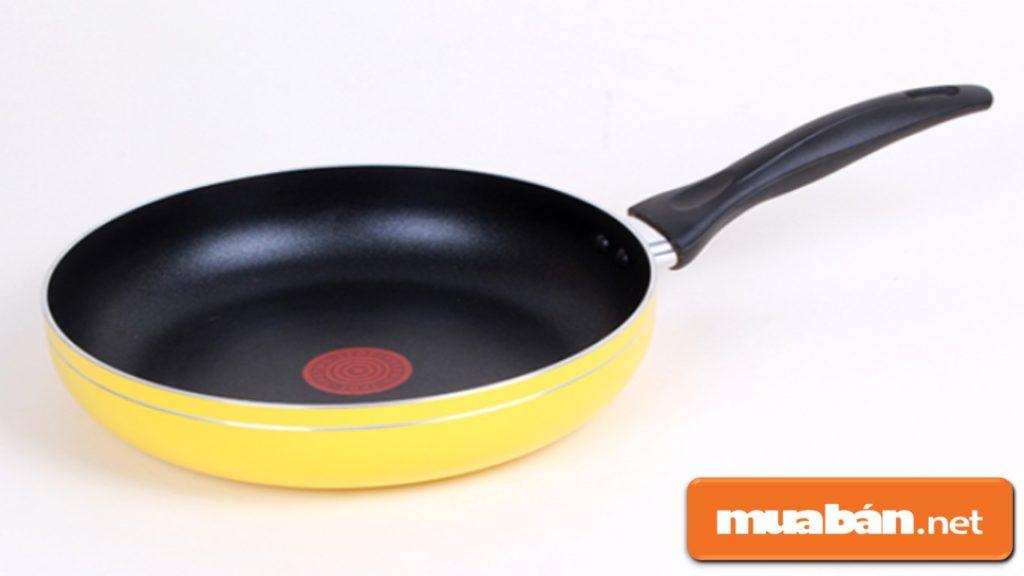 Chảo chống dính là món đồ dùng nhà bếp không thể quen thuộc hơn trong gian bếp của mỗi nhà!