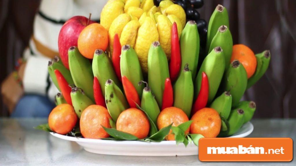 Bạn chọn quýt thì nên lựa chọn những trái có màu vàng mỡ gà, đều nhau và mỏng vỏ.