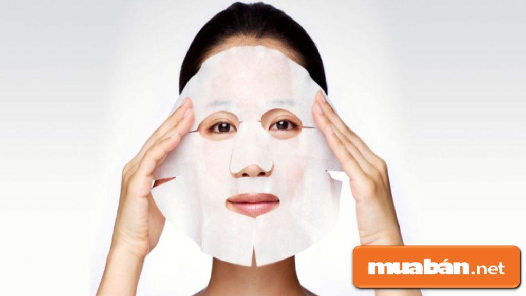 Nên tranh thủ thời gian để nghỉ ngơi, thư giãn với mặt nạ để giúp da căng mịn hơn.