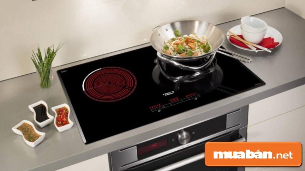 Bếp từ âm khá sang trọng và phù hợp cho những không gian nhà bếp rộng.