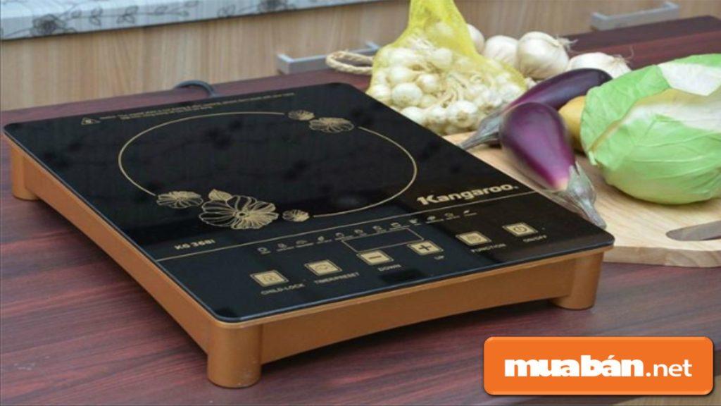 Bếp từ có mặt kính chịu nhiệt khá thông dụng vì giá thành phù hợp với đa số người dùng.