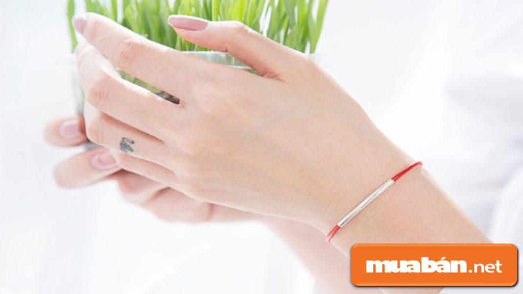 Những sợi dây đỏ cũng được xem như là biểu tượng của may mắn trong Năm Mới!