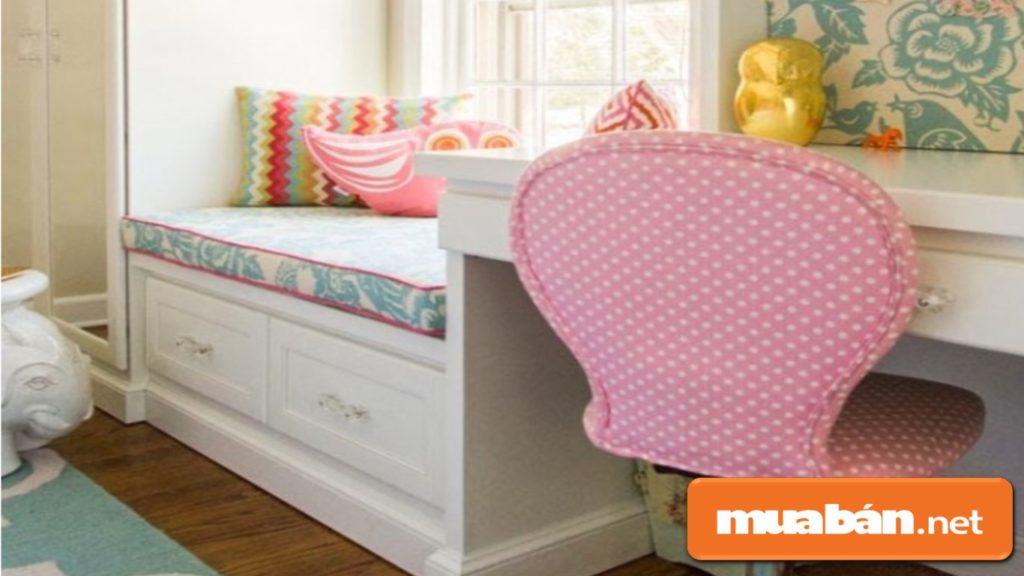 Sử dụng màu sắc để tạo điểm nhấn như màu sắc của bàn ghế!