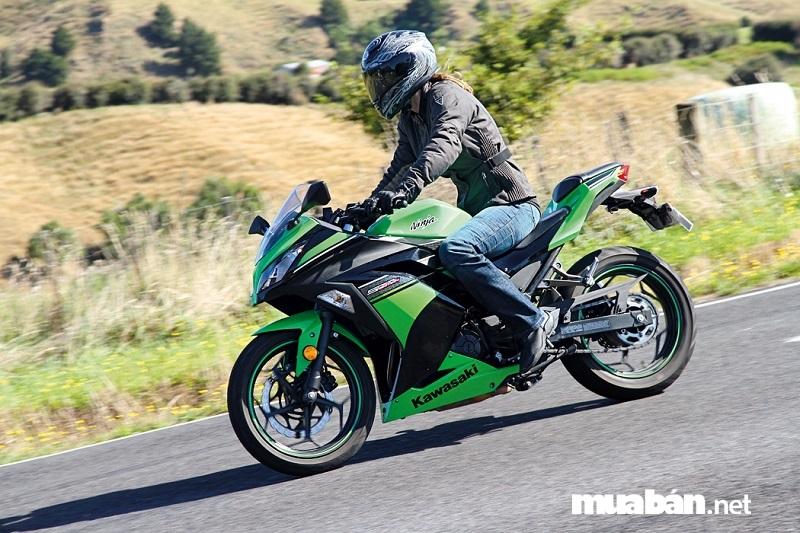 Kawasaki Ninja 300 cũng nằm trong top những chiếc xe phân khối lớn mini khá được ưa chuộng.