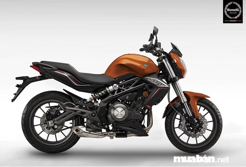 Benelli BN302 2019 hiện đang cạnh tranh với xe phân khối lớn Yamaha R3, Kawasaki Ninja 300.