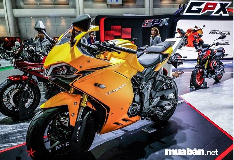 GPX Demon 150 GR 2019 có kiểu dáng tương tự như mẫu xe đình đám Panigale của Ducati, nhưng nhỏ hơn một chút.