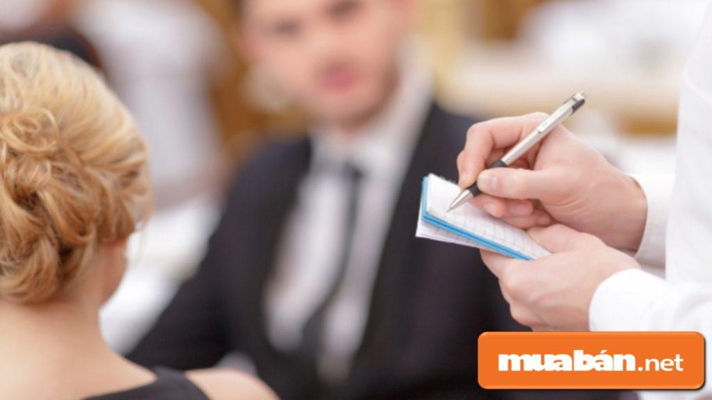 Chủ động hỏi han ý kiến của khách và ghi chú các order của khách.