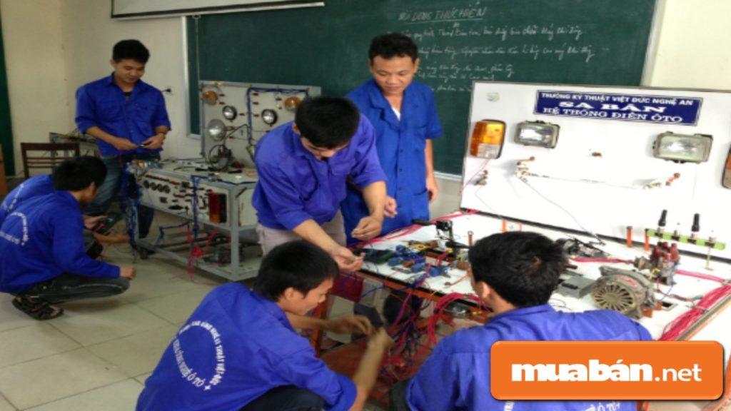 Kỹ sư ô tô là một ngành nghề có nhu cầu về nhân sự khá cao trong quá trình phát triển.
