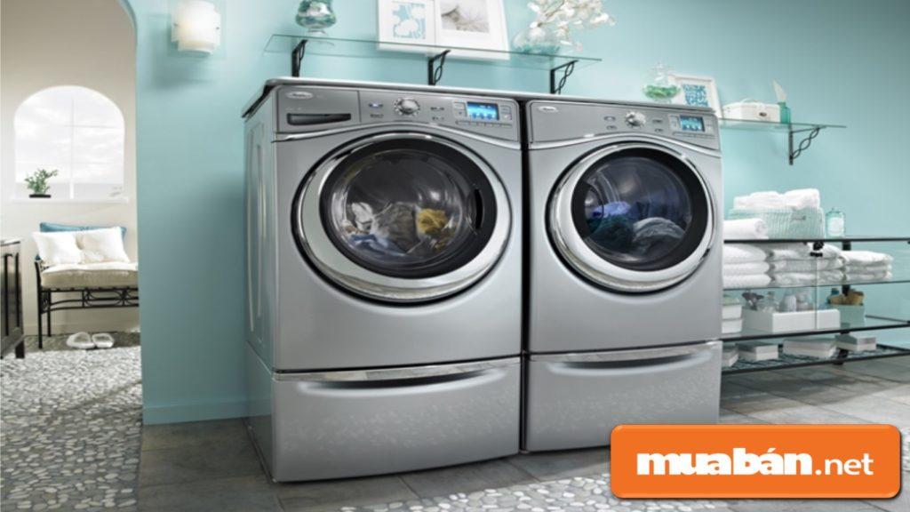 Một số máy giặt sấy khá cồng kềnh, chiếm diện tích không thích hợp cho không gian nhỏ.