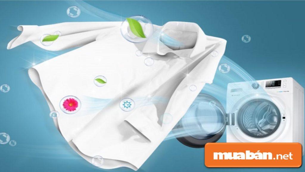 Máy giặt sấy giảm được lượng nước từ 80 – 100% trong quần áo, giúp bạn tiết kiệm thời gian phơi.