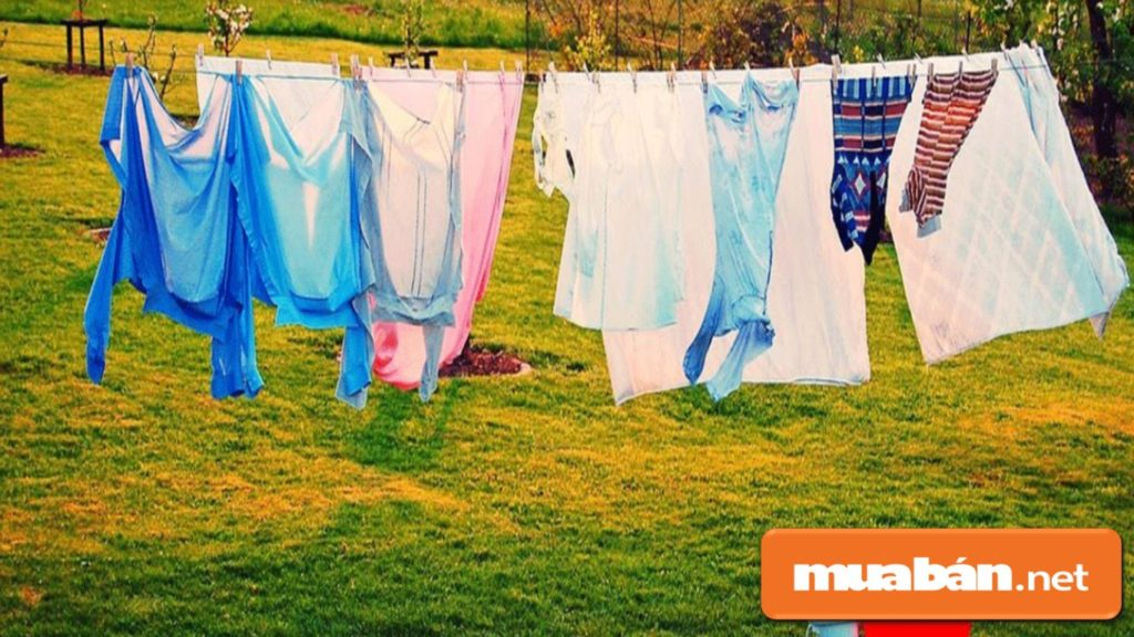Máy giặt sấy tiết kiệm thời gian phơi giúp tránh tình trạng phai màu quần áo do phơi dưới nắng trực tiếp lâu.