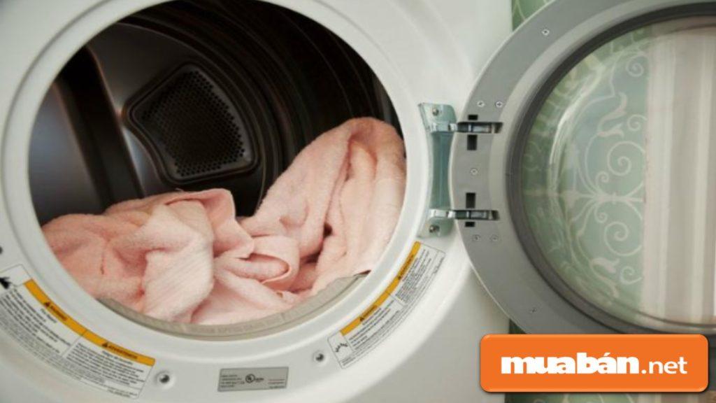 Phải phân liệu chất liệu quần áo để điều chỉnh chế độ giặt và sấy phù hợp.