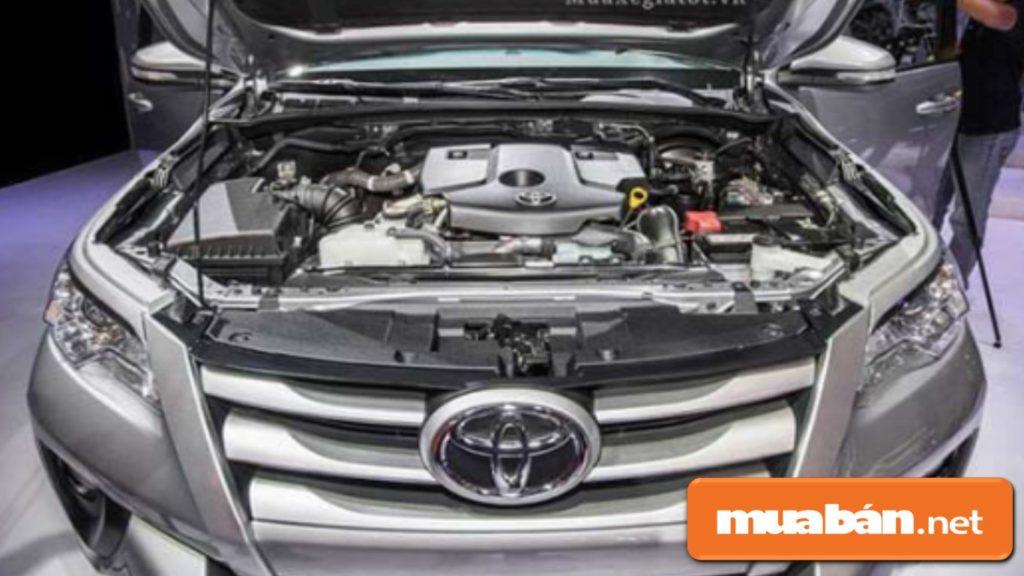 Toyota Fortuner có động cơ xăng 2TR-FE 2,7 lít, động cơ dầu 2GD-FTV 2,4 lít.