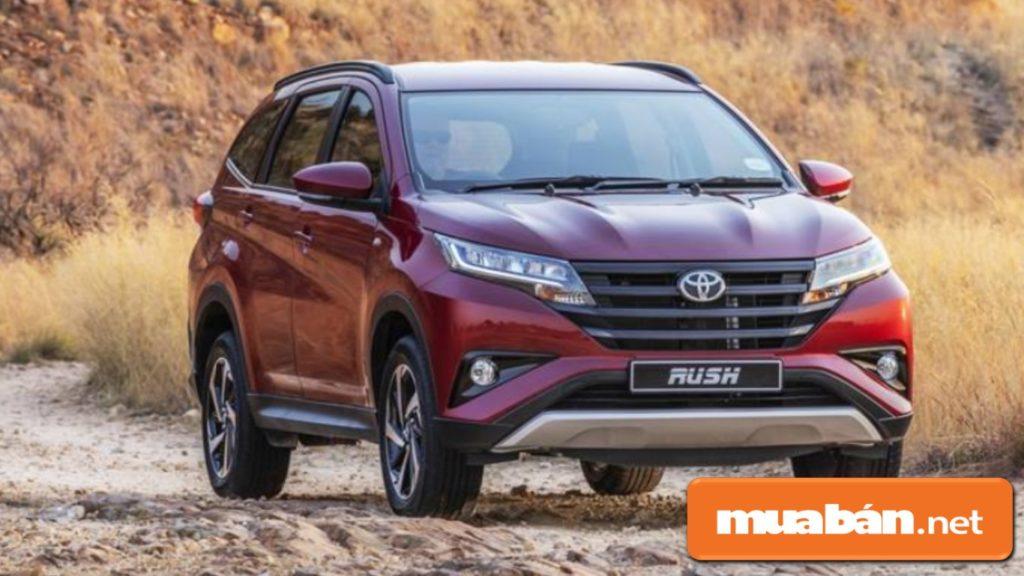 Xe ô tô 7 chỗ Toyota Rush là mẫu xe SUV cỡ nhỏ với thiết kế đầu xe khá nam tính.