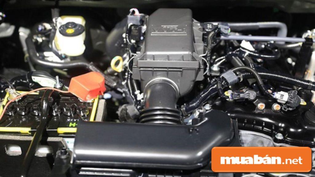 Toyota Rush có động cơ 1,5 2NR-VE, VVT-I công suất 103 mã lực. Hộp số tự động 4 cấp, tay lái trợ lực điện.