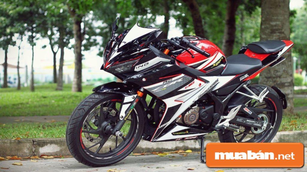Honda CBR150R được trang bị động cơ DOHC 4 thì, xy-lanh đơn với dung tích 150CC, phun xăng điện tử.