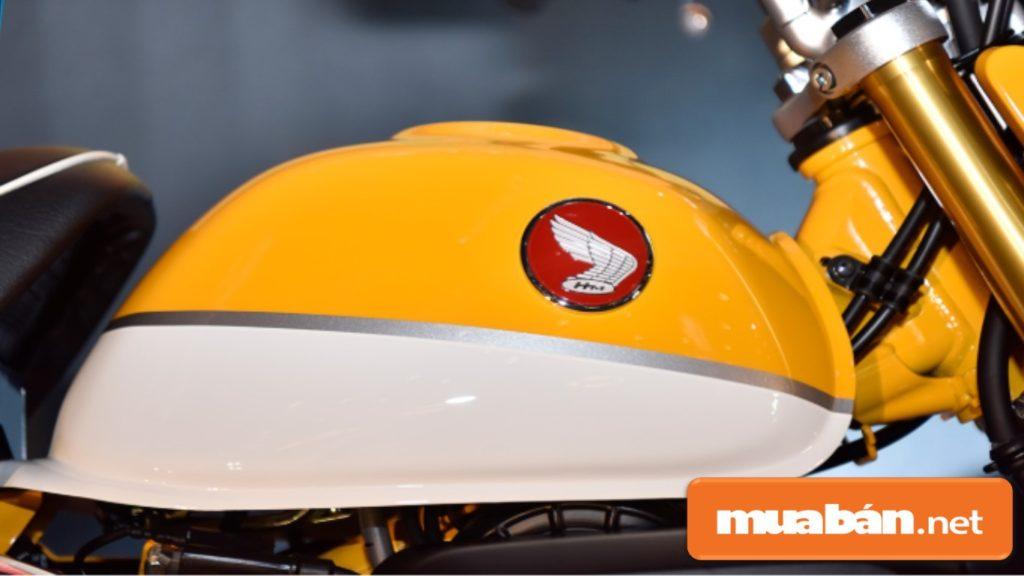 Bình xăng được thiết kế hình giọt lệ khá ấn tượng và bắt mắt với logo Honda 3D đặc trưng.