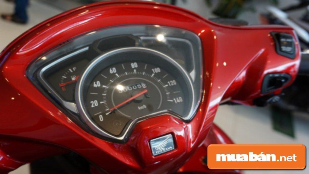 Mặt đồng hồ Honda Vision được thiết kế hiện đại hơn.