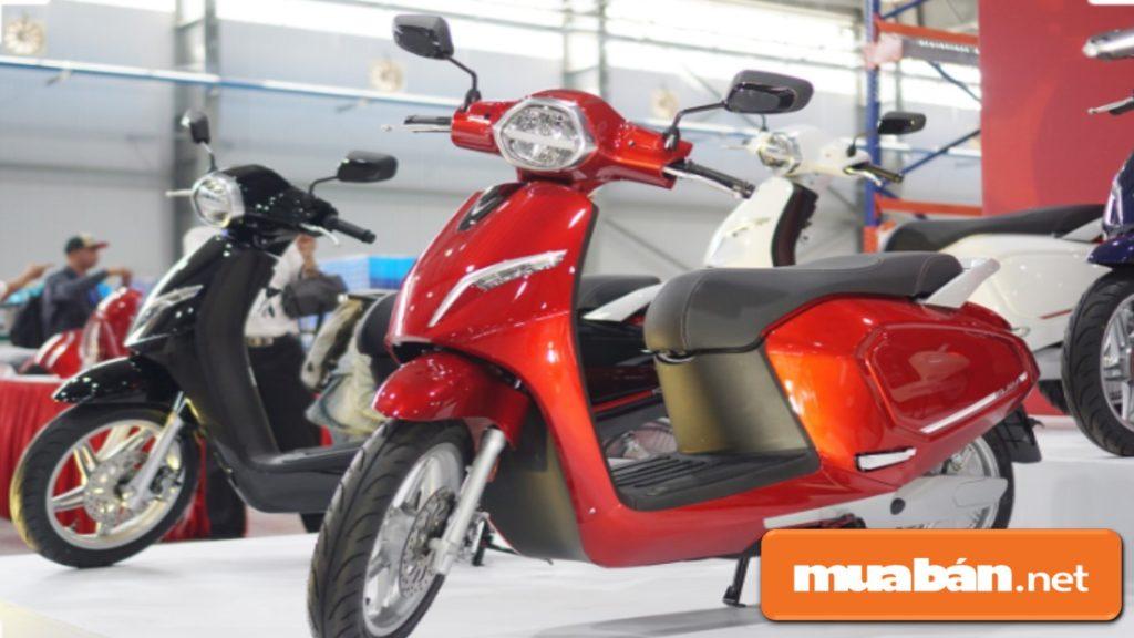 Vinfast Klara ra mắt 2 phiên bản là xe sử dụng bình ắc quy axit – chì và bản Lithium-ion.