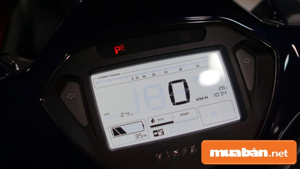 Đồng hồ lái LCD kích thước 4,5inch xe hiển thị khá đầy đủ các thông tin chi tiết.