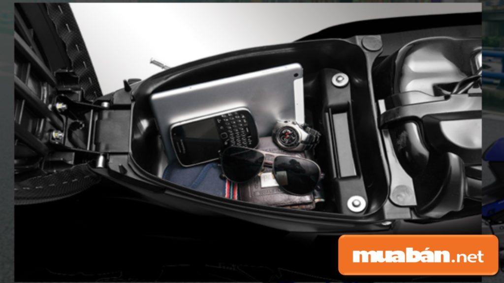 Yamaha Jupiter Fi được bổ sung thêm cốp xe rộng, giúp bạn chứa được những vật dụng cá nhân an toàn.