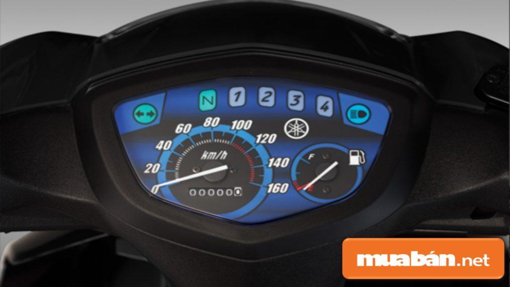 Mặt đồng hồ hiển thị các thông tin cơ bản như nhiên liệu, số xe...