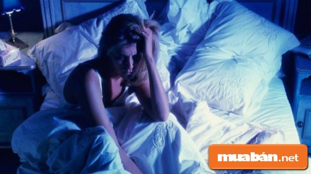 Không nên sử dụng đèn ngủ Led vì ánh sáng xanh gây mất ngủ, ảnh hưởng đến sức khỏe.