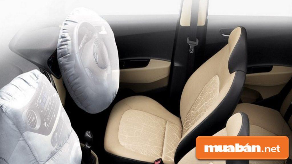 Ô tô Huyndai Grand i10 1.2 lít được trang bị 2 túi khí an toàn.