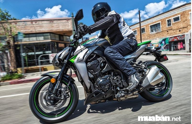 """Kawasaki Z1000: """"Chiến mã"""" đáng tiền"""
