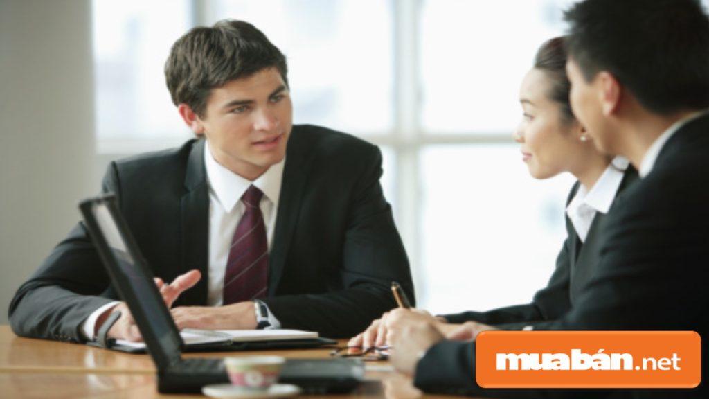 Bạn nên quan sát xem nơi phỏng vấn và nhân viên phỏng vấn tuyển dụng có chuyên nghiệp hay không?