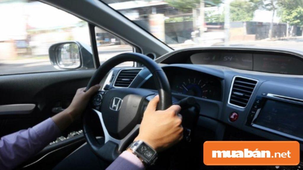 Bạn nên đề nghị người bán cho phép lái thử xe để kiểm tra kỹ hơn các khả năng vận hành xe.
