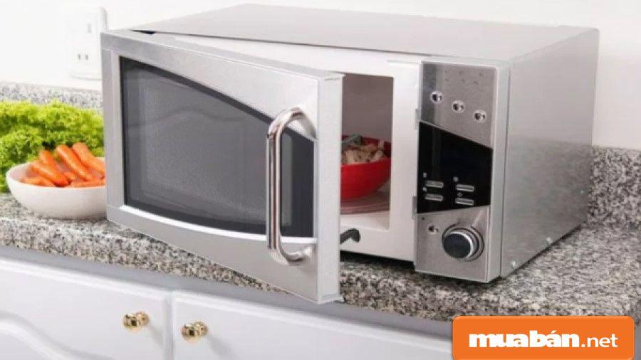 Chọn lò nướng kim loại nên chọn những lò có lớp sơn tĩnh điện, sáng, dễ vệ sinh...