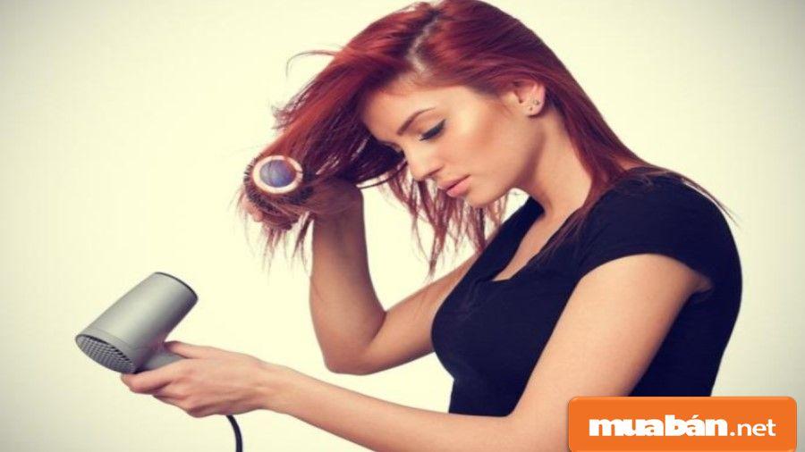 Mọi người thường quen thuộc với việc mua máy sấy tóc cầm tay cố định.