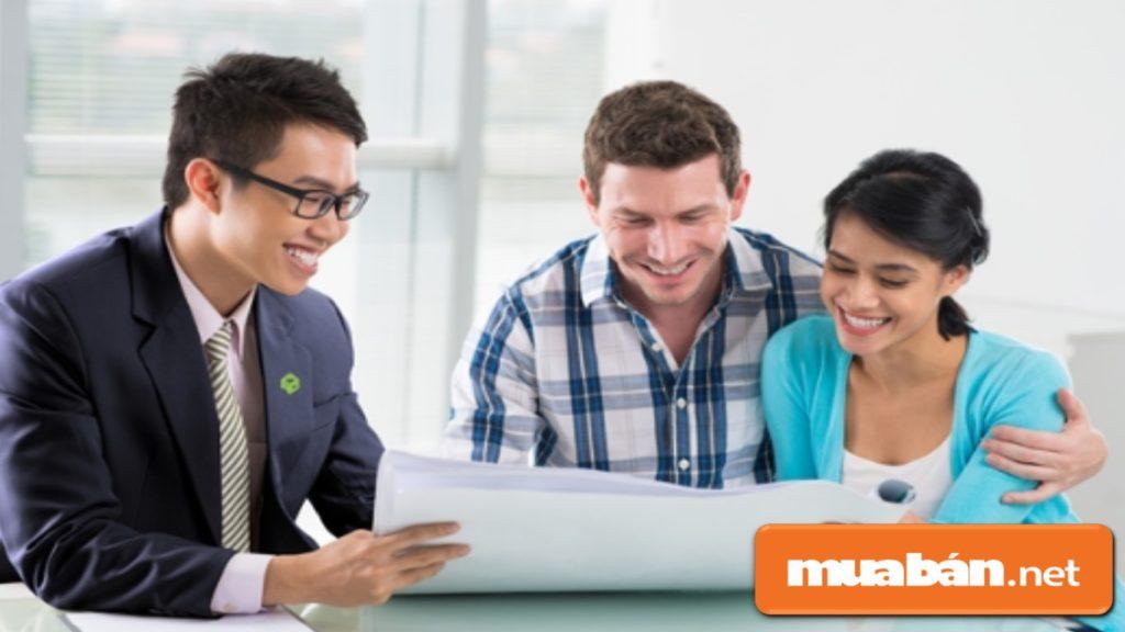 Hãy xác nhận lại thông tin cần thiết và giải thích chi tiết với khách hàng.