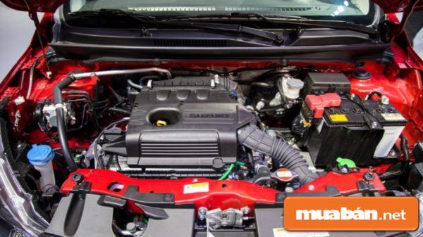 Động cơ mạnh tích hợp công nghệ tự động tắt máy khi dừng xe giúp tiết kiệm nhiên liệu hơn.